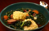 Maïs, carotte, chou frisé et saucisse soupe