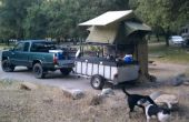 Le Kayak ultime Hauler et Camper tente sur le toit.