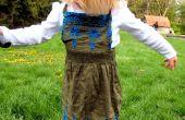 Robe pull enfants mignons sur de la vieille chemise
