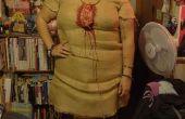 Costume de maison de poupée vaudou, avec toile de jute et de tous.