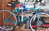 Stand de réparation vélo sur banc de travail.