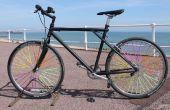 Roue de bicyclette a parlé d'Art avec pailles.
