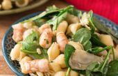 Salade de pâtes de 20 minutes aux crevettes et épinards