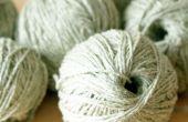 Vent une pelote de laine à la main