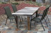 Transformer une porte cassée en une table extérieure rustique