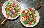 Salade de bacon-brocoli avec vinaigrette de Grenade arilles & Tangy