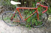 Vieux vélo roue libre nettoyage