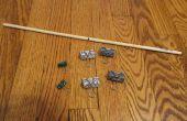 Fabriquer un jouet de Walker rampe Passive à l'aide de pinces pour reliures et cheville en bois