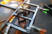 À l'aide de pinces et rebuts d'acier pour des montages simples sur pièces soudées