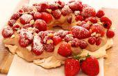 Pavlova gâteau avec crème fraîche Nutella & fruits