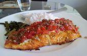 Alléchant au four repas saumon - tomate bébé & herb crusted baked saumon avec du riz et asperges grillées