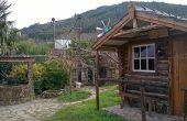 Étape de construction d'étape d'une cabane en rondins