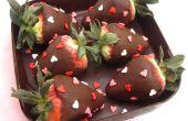 DIY comestible au chocolat boîte remplie avec chocolat fraises enrobées