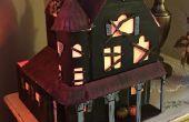 Maison hantée de dessus de table miniature s'allume