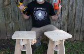 Paire o ' tabourets avec une paire o ' outils