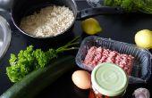 Cuit les courgettes à la viande, riz, tomates séchées et remplissage de persil