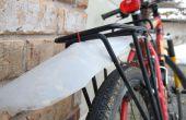 Garde-boue vélo issu d'une cruche en plastique