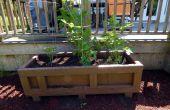 Grande jardinière extérieure d'une caisse d'expédition recyclé