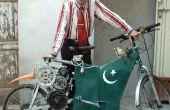 Vélo électrique de pauvre fait de matériaux recyclés de ferrailles.