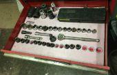 Prise de la boîte à outils, clé, plateaux de tiroir de pinces sur le bon marché et facile