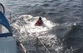 Sauvetage d'une personne tombée par-dessus bord d'un bateau