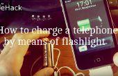 Comment recharger un téléphone au moyen de la lampe de poche