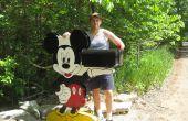Mickey Mouse Holding votre boîte aux lettres
