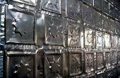 Enfoncer les canettes d'aluminium des carreaux pour plafonds et murs