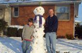 Super grand bonhomme de neige avec un chapeau ananas