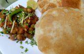 Pois chiches épicés Chole Bhature - Delicious et pain frit et soufflé plat