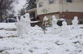Famille de neige avec chien, arbre de Noël et cadeaux