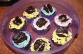 Enfants dans les cupcakes cuisine