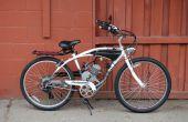 Réservoir d'essence personnalisé sur une bicyclette motorisée