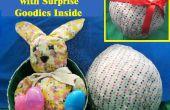 Un (œuf) citant tissu oeuf avec Surprise Goodies à l'intérieur