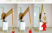 Géant Computer-Controlled Robotic Arm fait de vieux cartons