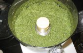 Pesto - recette avec le basilic, l'ail et noix de pin