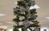 Ueber-Geek arbre de Noël avec des décorations de QR Code