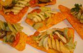 Salade de Rotini sur une puce de fromage Nacho