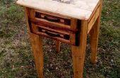 Table de chevet avec feu de bois créé avec 99 % de bois 2 x 4