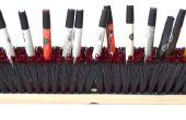 Utilisez une brosse à plancher pour organiser votre bureau