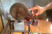 Moteur électromagnétique simple à l'aide de piston et volant