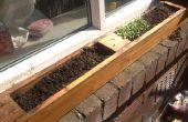 Planteur de fenêtre issu d'anciennes palettes. jardin d'herbe filon-couche de fenêtre