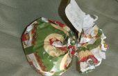 Curieusement en forme de Noël cadeaux avec un morceau de ruban d'emballage