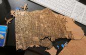 Découpé au laser des cartes en bois avec des données publiques