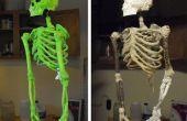 DIY squelette fait de bâtons, de chaîne, de mousse et de Mache'