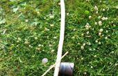 Faire et de jouer un berimbau (instrument de musique brésilienne ARC) sur un terrain de camping