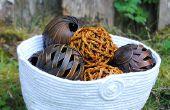 Un bol de corde à l'aide de corde recyclée de couture