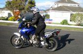Comment monter une moto haute si vous êtes court.