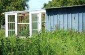 Serre véranda bricolage-style, sunspace, Hall d'enfoncement, fabriqués à partir des fenêtres de verre et de bois récupérés. Serre véranda. Bricolaje ecologico - Terraza invernadero