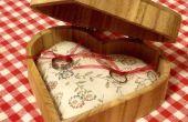 En bois boîte avec oreiller d'anneau, qui se double d'une pelote:)